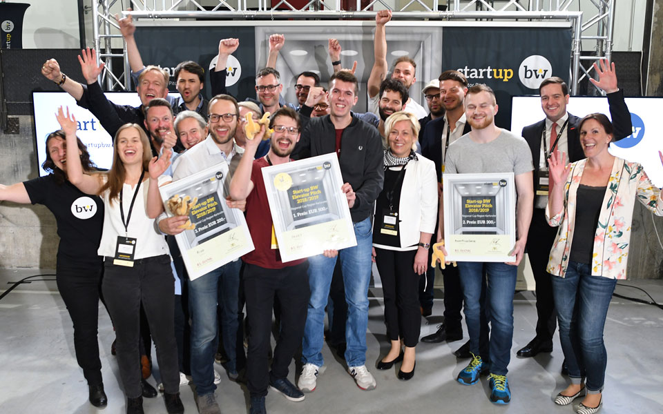 Gruppenbild der Gewinner des Start-up Elivator Pitch.